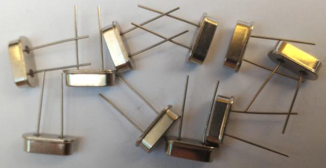 L'oscillateur le l'Arduino (Quartz)