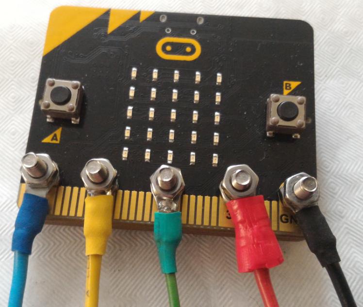 Connecter le Micro:Bit avec des vis M3
