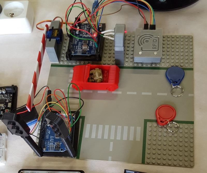 Barrière contrôlée par des badges RFID