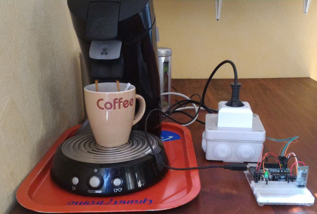Test de contrôle de la cafetière avec un smartphone Android.