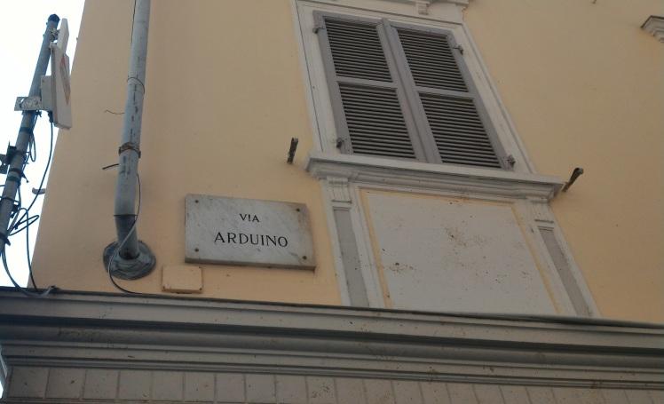 Plaque de la rue Arduino à Ivrée