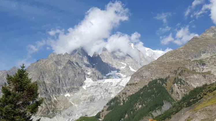 Les Alpes à l'entrée du tunnel du Mont Blanc.