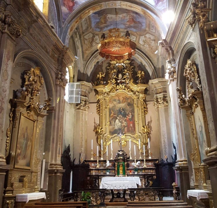 L'intérieur d'une église à Ivrée