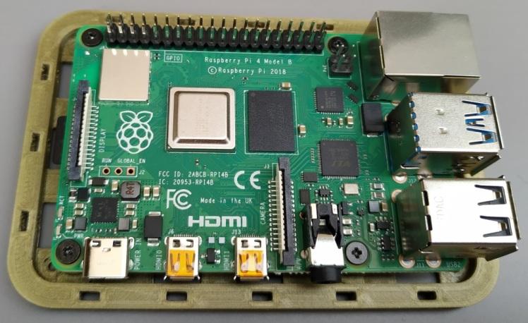 Raspberry Pi 4 avec un boitier imprimé en 3D