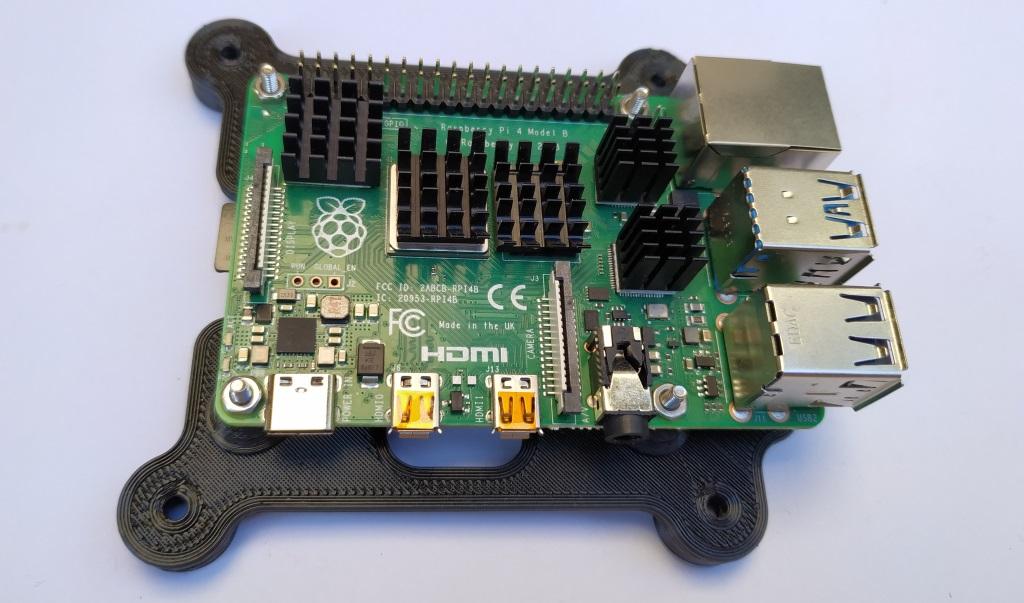 Le Raspberry est fixé sur son support avec 4 vis M2.5