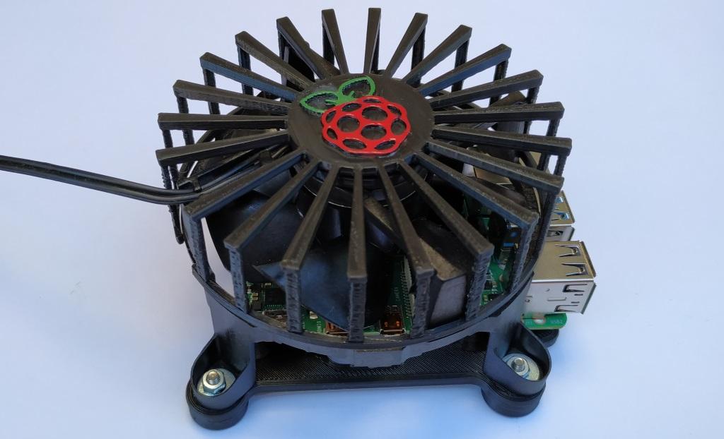 Le ventilateur est fixé sur son support avec 4 vis M3.
