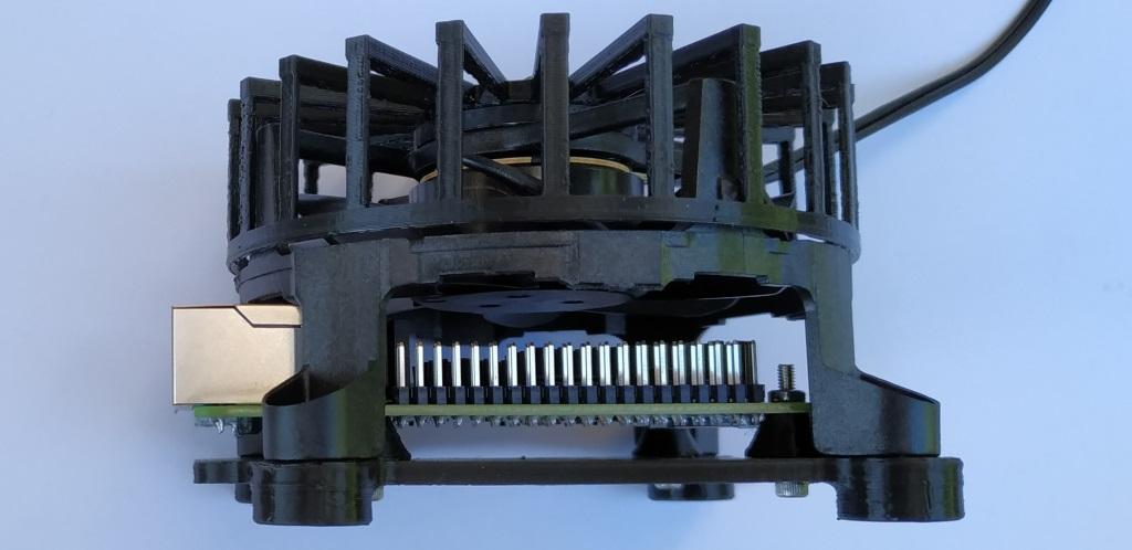 L'accès aux GPIO n'est pas facile avec un gros ventilateur au dessus.