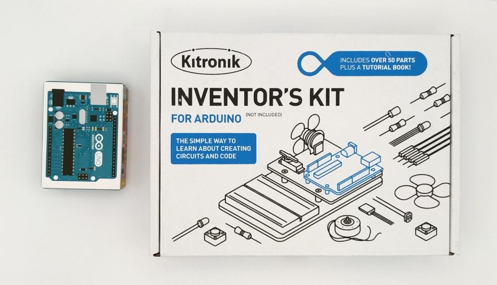Boites de l'inventor's Kit de Kitronik et de l'Arduino Uno