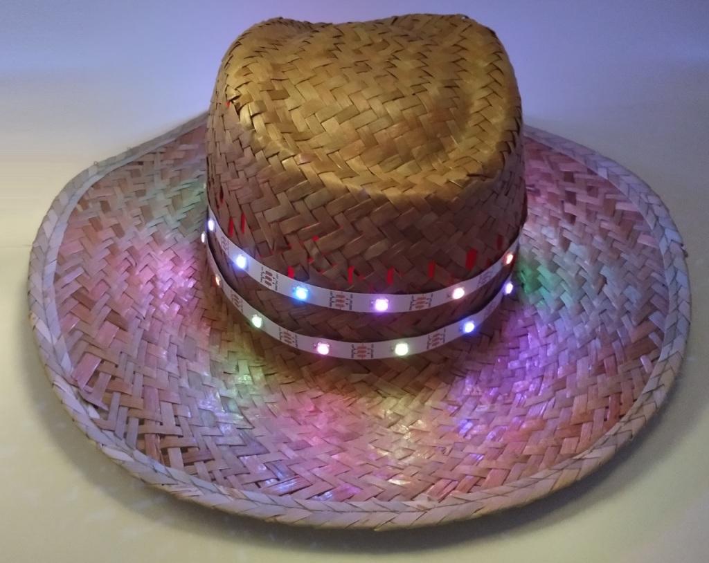 Chapeau de paille avec des LED Neopixels