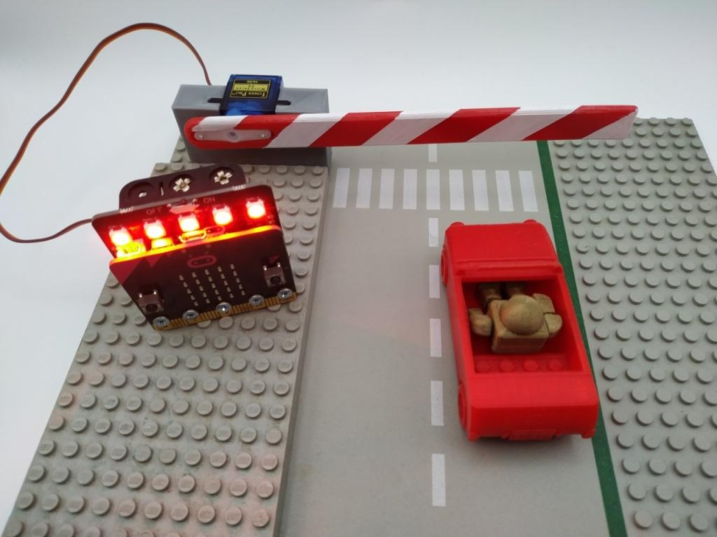 Barrière contrôlée par un Micro:Bit et la carte Servo Lite