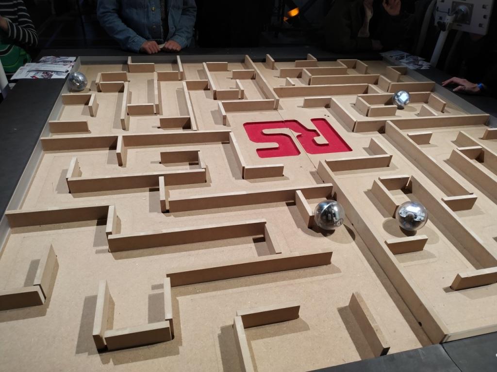 Robots Sphero sur le stand de RS Components