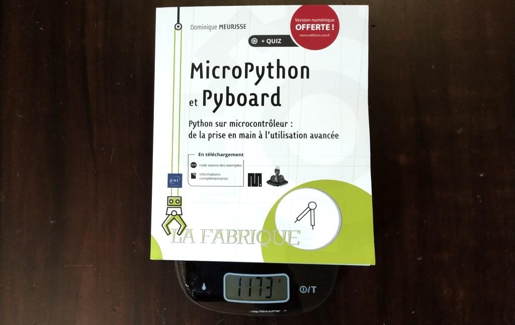"""Le livre """"MicroPython et Pyboard"""" de Dominique Meurisse sur la balance"""