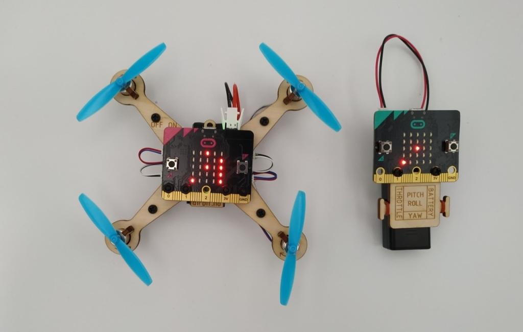 Le drone et la télécommande du kit Air:bit