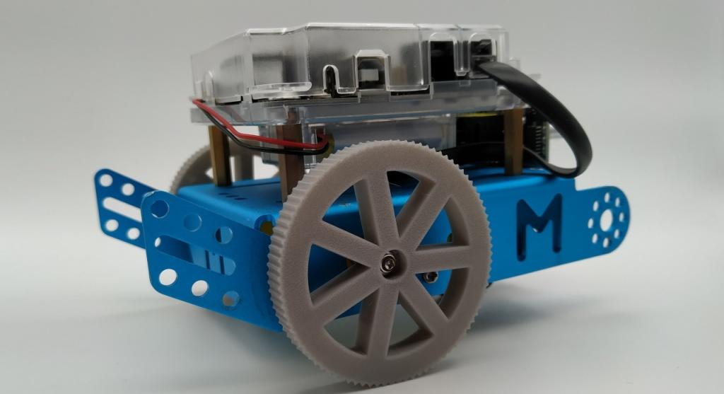 Robot mBot avec des roues imprimées en TPU
