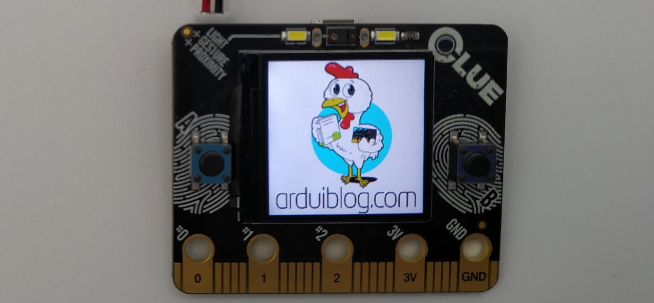 Carte Adafruit CLUE avec le logo Arduiblog