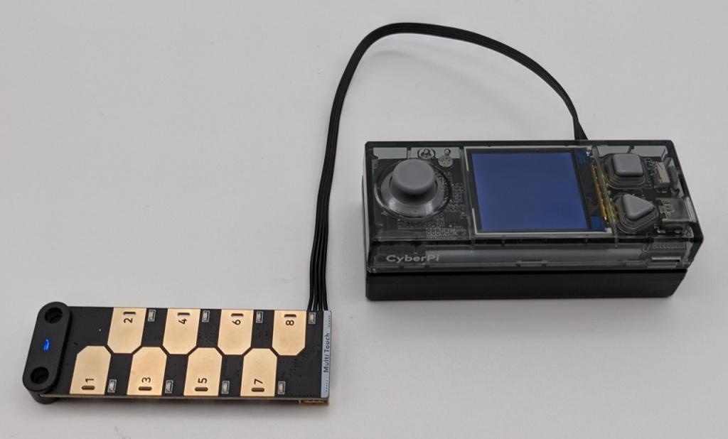 Capteur tactile mBuild connecté au CyberPi